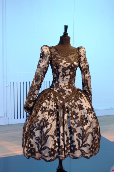 robe blanche et noire_Envie d'ailleurs_ Ruban c'est la mode