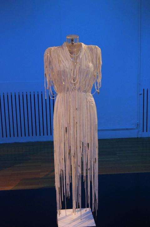 Robe blanche lacets_Envie d'ailleurs Le ruban c'est la mode