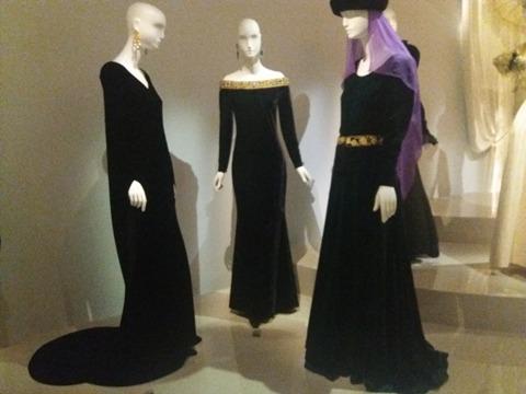 robes noires YSL