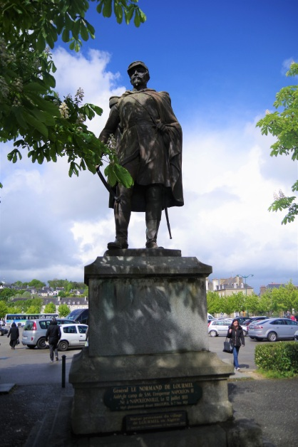 Statue_Pontivy_1enviedailleurs
