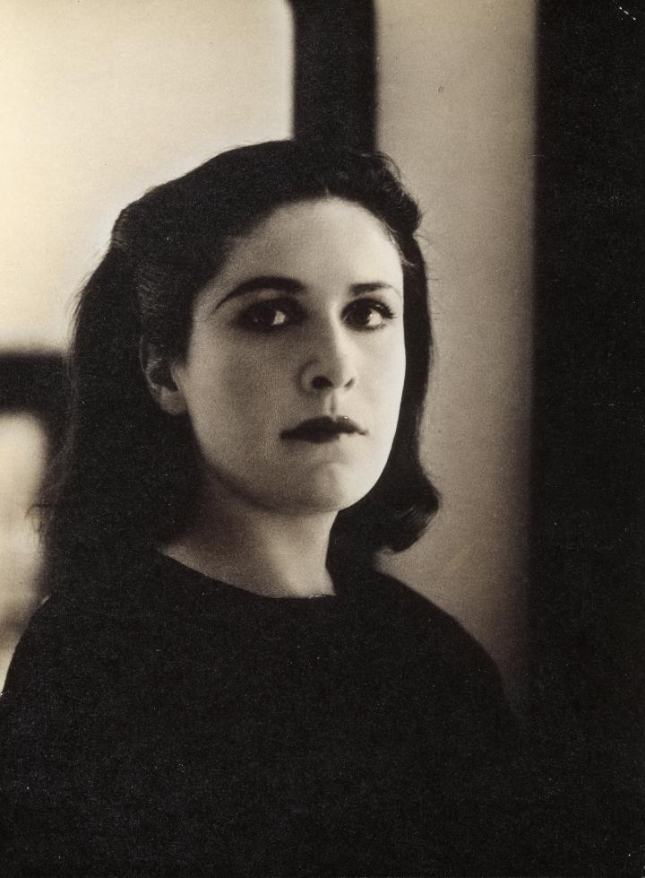 Rogi André, Dora Maar, vers 1937.jpg